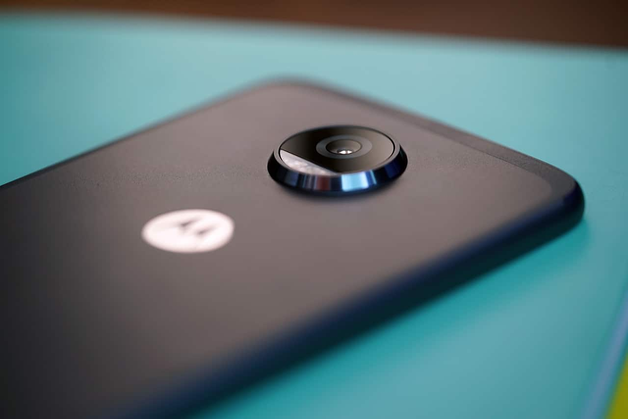 Moto Z2 Play camera bump