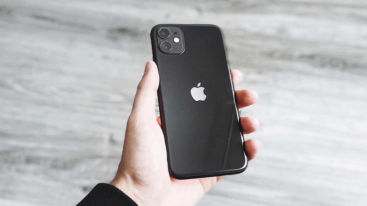 2021 iPhones won't have any holes, report says - GadgetMatch