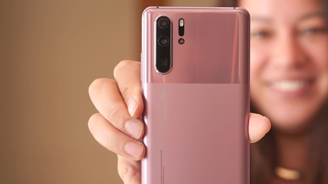 US willing to pay others to drop Huawei